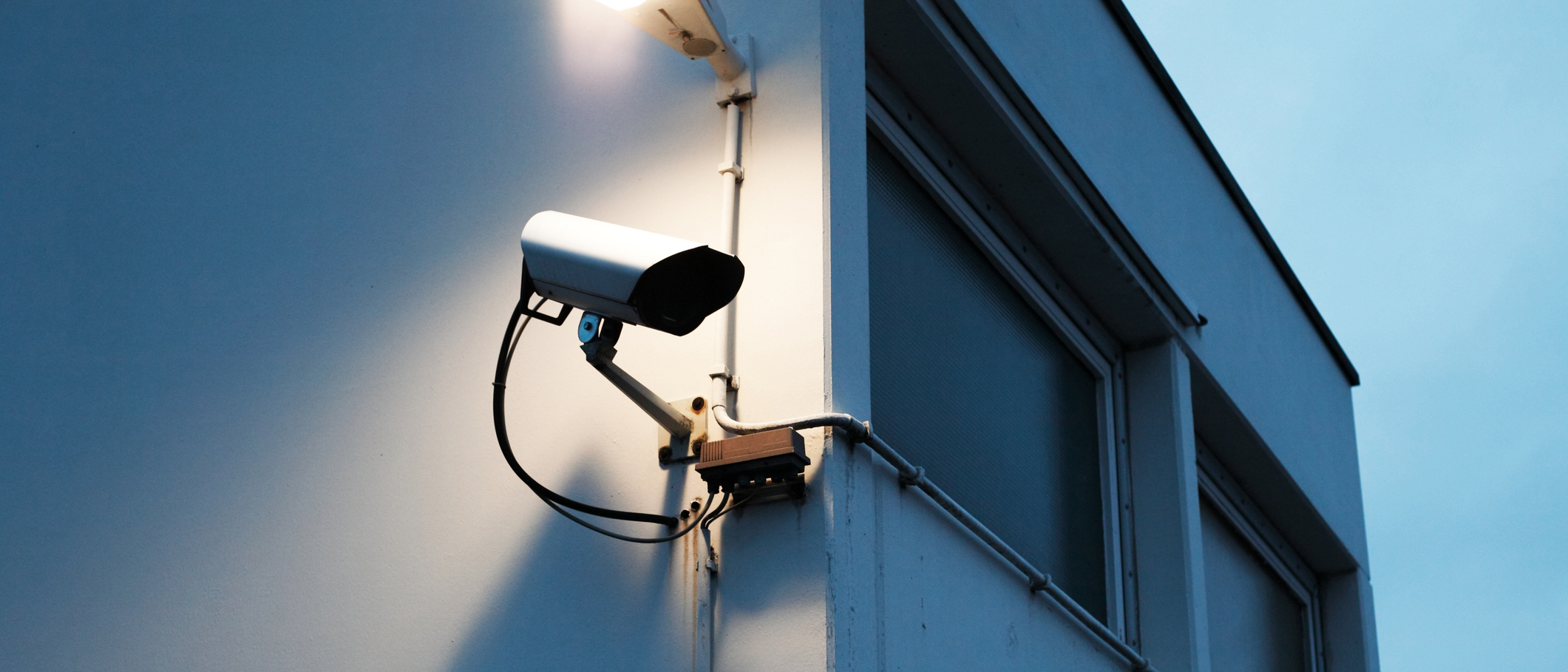 An alarm system with a CCTV surveilling the premises of the building