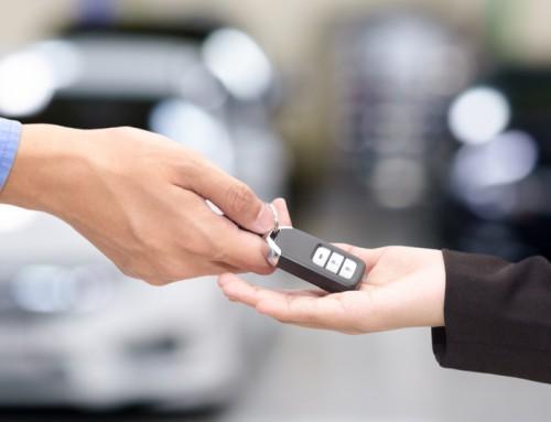 Vous songez à prêter votre voiture de fonction? Vous devriez peut-être y penser à deux fois.