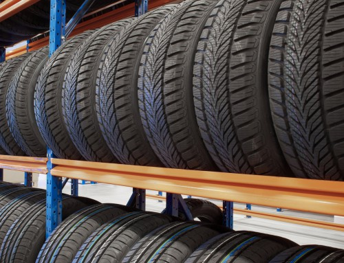 How can tire businesses mitigate common risks?